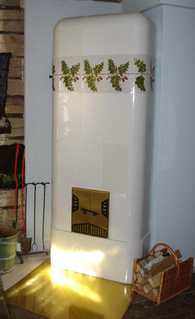 Valmistimme vanhaan uuniin Tammi-koristekaakelit.